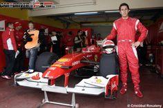 Daniel Juncadella junto al F60 - Car and driver the F1