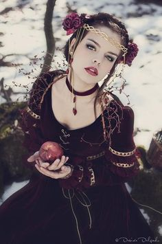 Snow white by Alassie