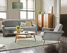 Canapé gris vintage, La Redoute Intérieurs. Avec ses dessus d'accoudoirs en MDF et ses pieds fuselés, ce canapé gris affiche un bel air vintage.