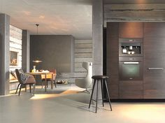 Mutfaklarda teknoloji ve tasarımın buluşması - HOME SHOWROOM  Evde en fazla zaman geçirilen yerlerden biri de mutfaklar. Bu mekanı uzun süredir bir yaşam alanı olarak tasarlayan güçlü markalar, kullanıcının konforundan sağlığına dek her ayrıntıya dikkatle eğiliyor. Bu özenli çalışma da her an yeni bir gelişme ile kendisini gösteriyor.