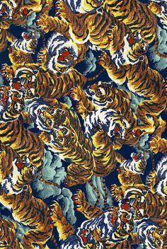 Resultado de imagen para Versace Vintage tiger gold print