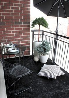 If you are looking for Diy Small Apartment Balcony Garden Ideas, You come to the right place. Below are the Diy Small Apartment Balcony Garden. House Balcony Design, Small Balcony Design, Small Balcony Decor, Tiny Balcony, Small Outdoor Spaces, Balcony Ideas, Small Balconies, Outdoor Balcony, Small Patio