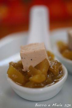 :Cucchiaio aperitivo di chutney di mango speziato e fois gras
