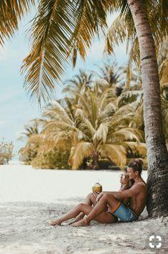 Lisa olsson maldives poses on the beach, couple on the beach, summer poses beach Types Of Photography, Photography Poses, Couples Beach Photography, Couple Beach Pictures, Honeymoon Pictures, Couple On The Beach, Travel Pictures, Vacation Pictures, Coconuts Beach
