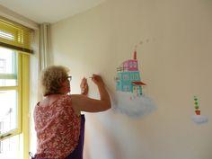 Annette Fienieg painting a mural, August 2015 Utrecht