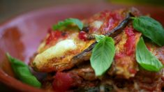 Parmigiana di melanzane – NRK Mat – Oppskrifter og inspirasjon Mozzarella, Baked Potato, Food To Make, Curry, Tacos, Parmesan, Cooking Recipes, Mexican, Pasta