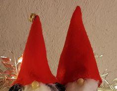 Helpot ja nopeat tontunpallerot Christmas Ornaments, Holiday Decor, Home Decor, Decoration Home, Room Decor, Christmas Jewelry, Christmas Baubles, Christmas Decorations, Interior Decorating