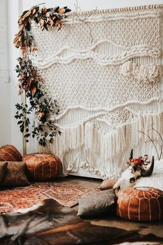 From desert-inspired palettes to table decor to fashion choices, get inspired by these Southwestern wedding decor ideas.