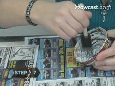 How To Turn Old Magazines Into a Coiled Paper Basket. Ellen I thought of you Paper Crafts Origami, Oragami, Prospectus, Homemade Books, Magazine Crafts, Paper Weaving, Newspaper Crafts, Paper Basket, Old Magazines
