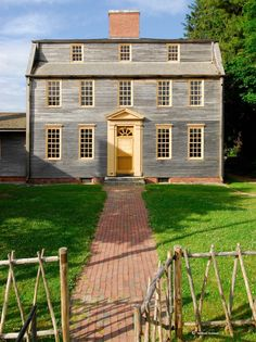559 best saltbox colonial houses images in 2019 saltbox houses rh pinterest com