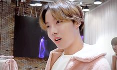 Find images and videos about gif, bts and jungkook on We Heart It - the app to get lost in what you love. Jhope Gif, Jimin, Jung Hoseok, Seokjin, Jin Kim, Hope Solo, Bts J Hope, Bts Members, Korean Boy Bands