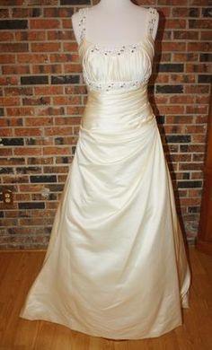 Sample La Sposa Wedding Dress Atelier Diagonal 1838, Size 10  | Get a designer gown for (much!) less on PreOwnedWeddingDresses.com