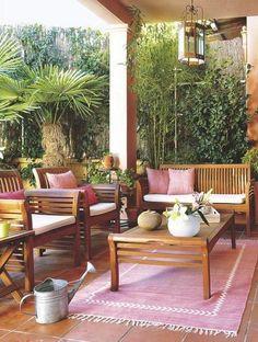 Terraza con muebles de madera de teca