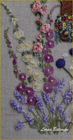 Ribbon Embroidery Flowers by Hand - Embroidery Patterns Hand Embroidery Flowers, Hand Embroidery Stitches, Silk Ribbon Embroidery, Crewel Embroidery, Hand Embroidery Designs, Embroidery Applique, Cross Stitch Embroidery, Embroidery Ideas, Simple Embroidery