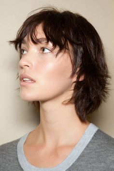 Arizona Muse. Haircut, layered short hair. Balmain, Fall 2012 runway backstage. Photo: ImaxTree