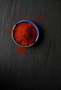 Paprika: Se utiliza para condimentar sopas, ensaladas y platos de carnes. Existen dos variedades: dulce o picante. Ayuda a tratar la artritis y previene enfermedades cardiacas.