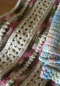 Ravelry: Soft Shells Baby Blanket (archived) pattern by Marilyn Losee Crochet Afgans, Baby Afghan Crochet, Crochet Quilt, Manta Crochet, Afghan Crochet Patterns, Love Crochet, Crochet Stitches, Crochet Hooks, Knit Crochet