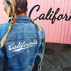 "CA – Pink ""California"" fence, Santa Monica, California, USA. This 2015 picture is from Brandy Melville USA's Instagram @brandymelvilleusa. The fence is located in the alleyway between the 3rd Street Promenade and 4th Street, behind 1412 4th Street. On the other side of the alley is the back of the Brandy Melville store. https://www.google.ca/maps/place/34%C2%B000'56.9%22N+118%C2%B029'43.0%22W/@34.0158056,-118.4974665,17z/data=!3m1!4b1!4m5!3m4!1s0x0:0x0!8m2!3d34.0158056!4d-118.4952778"