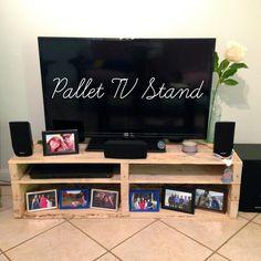Diy pallet tv stand expensive tv stand made pallets modern decoration design Pallet House, Pallet Tv, Diy Pallet, Pallet Ideas, Tv Stand Inspiration, Farmers Market, Old Tv Stands, Diy Tv Stand