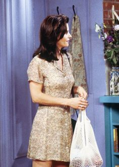 Monica Geller's Wardrobe Was Actually the Coolest Thing on Friends Rachel Green Style, Rachel Green Outfits, 90s Inspired Outfits, Disney Inspired Fashion, Disney Fashion, Monica And Rachel, Fashion Tv, Fashion Outfits, Fandom Fashion