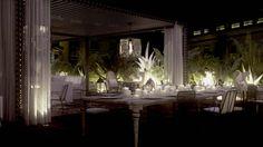 Servicios de lujo en el COTTON HOUSE HOTEL, AUTOGRAPH COLLECTION de Barcelona. Librería, terraza y una piscina en el terrado.
