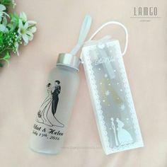 Ini luar biasa! Karya hebat dari LamgoSouvenir https://www.bridestory.com/id/lamgosouvenir/projects/souvenir-pernikahan-tumbler-botol-minum-kaca-unik