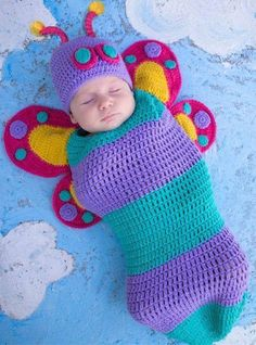 35 Adorable Crochet and Knitted Baby Cocoon Patterns --> Crochet Butterfly Baby Cocoon Crochet Baby Cocoon, Crochet Bebe, Crochet Baby Clothes, Newborn Crochet, Cute Crochet, Crochet For Kids, Crochet Hats, Knitted Baby, Crochet Roses