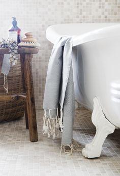 Sizzling hot Oslo home Bathroom Styling, Bathroom Interior Design, Baños Shabby Chic, Relax, Home Spa, Beautiful Bathrooms, White Bathroom, Bathroom Inspiration, Bathroom Ideas