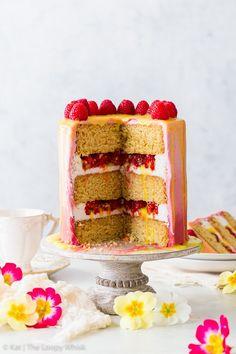This beautiful and delicious vegan raspberry & lemon cake features fluffy vegan sponges, luscious vegan frosting and a vegan lemon curd drip. Dairy Free Lemon Cake, Vegan Lemon Cake, Vegan Cake, Drip Cake Recipes, Easy Baking Recipes, Best Cake Recipes, Vegan Buttercream, Vegan Frosting, Lemon Cake Mix Cookies