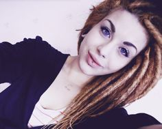PROOF that white girls with dreads can look pretty.