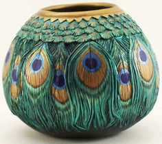 Peacock Gourd carved by Phyllis Sickles / http://www.gourdvisions.com/Group_Birds.html