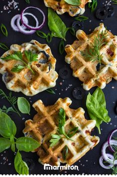 Quick recipe for savory pesto waffles! Breakfast Waffles, Savory Breakfast, Savory Waffles, Cooking Recipes For Dinner, Easy Cooking, Kid Desserts, Dessert Recipes, Cas, Waffle Recipes