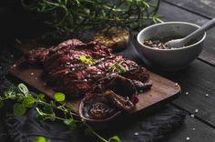 Stek wołowy z sosem ziołowym. #wołowina #musztarda #pietruszka #cytryna #grill #majówka #przepis #przepisy #tesco #smacznastrona