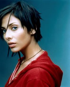 natalie imbruglia love the hair! Natalie Imbruglia, Asymmetrical Hairstyles, Short Hairstyles For Women, Trendy Hairstyles, Straight Hairstyles, Asymmetric Hair, Hair Dos, My Hair, Short Hair Cuts