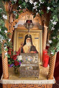 Bass Dandes / This is a shrine of Saint Nektarios of Aegina. Religious Icons, Religious Art, Christian Church, Christian Faith, Greek Icons, Byzantine Icons, Russian Orthodox, Orthodox Christianity, Catholic Saints