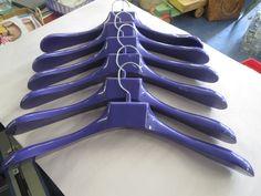Myytävänä/For sale Sarvis, Majuri-henkareita, väri violetti. MYYTY.