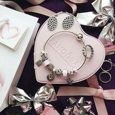 ♡♡♡♡♡♡♡♡♡♡♡♡♡♡♡♡♡ Pandoras Box, Pandora Hearts, Pandora Jewelry, Bracelet Designs, Heart Charm, Charmed, Bracelets, Pink, Bracelet