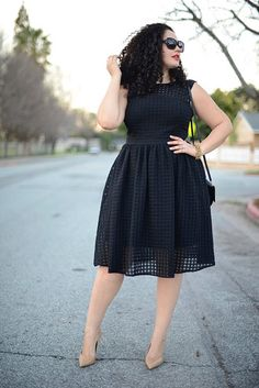 girl with curves blogger black dress curvy plus size dress nude high heels