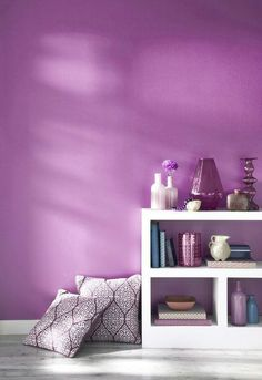 Pantone Radiant Orchid wall