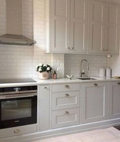 52 Elegant Grey Kitchen Cabinets Ideas For Your Dream House Contemporary Kitchen Cabinets Dream Elegant Grey House Ideas Kitchen Kitchen Interior, Grey Kitchen Cabinets, Kitchen Inspirations, Kitchen Design Small, Kitchen Cabinet Design, Grey Kitchen, Interior Design Kitchen Small, Home Kitchens, Kitchen Renovation