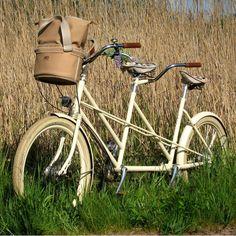 Si esta tandem de #Retrovelo fuese tuya, hoy domingo podrías star paseando con tu pareja.  www.exclusivamentetuya.com.es