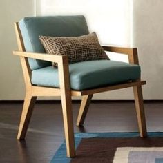 Wood chair, for the reading area ! Modern Wood Chair, Wooden Office Chair, Wooden Dining Chairs, Dining Room Chairs, Modern Chairs, Dining Rooms, Office Chairs, Wooden Sofa Designs, Chair Design Wooden