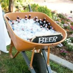 Cute idea for back yard wedding Or housewarming party with little bottles of mos. - Cute idea for back yard wedding Or housewarming party with little bottles of moscato and other wine - Burger Bar, Bbq Party, Yard Party, 30th Party, Party Drinks, Redneck Party, Soirée Bbq, Outdoor Parties, Backyard Parties