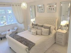 Nice Deco Chambre Salon that you must know, You?re in good company if you?re looking for Deco Chambre Salon Glam Bedroom, Home Decor Bedroom, Girls Bedroom, Bedroom Loft, Bedroom Black, Bedroom With White Walls, Cream And Grey Bedroom, Silver Bedroom Decor, Summer Bedroom