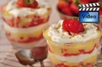 Strawberry & Lemon Curd Trifle (recipe & video demo) ~ Features layers of buttery pound cake, strawberry sauce, fresh strawberries, lemon curd, & whipped cream. Lemon Curd Recipe, Lemon Recipes, Strawberry Recipes, Sweet Recipes, Lemon Trifle, Strawberry Sauce, Strawberry Trifle, Strawberry Shortcake, Yummy Recipes