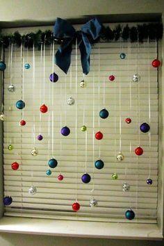 .ventana con esferas