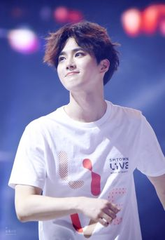 Suho looked like absolute perfection at the beginning of the SMTown Live concert, until he started to sweat. Chen, Kpop Exo, K Pop, Dramas, Kai, Kim Joon Myeon, Kim Jong Dae, Chanyeol Baekhyun, Def Not