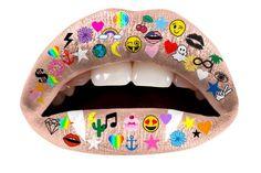 Os emojis viraram tendência de maquiagem em tatuagens temporárias