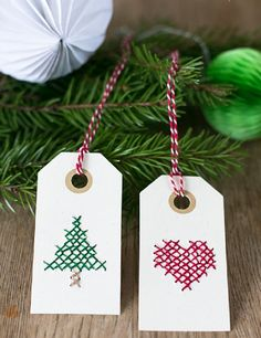 Broderade juletiketter - <br><i>Cross stitched Christmas tags</i> Diy Christmas Tags, Christmas Wrapping, Christmas Cross, Winter Christmas, All Things Christmas, Christmas Decorations, Christmas Ornaments, Navidad Diy, Ideias Diy