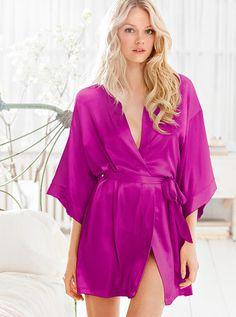 Kimono... cute robe. need a nice one.
